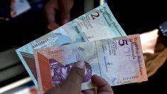 Nuevos billetes bolívar soberano, con cinco ceros menos, ideados por el dictador Nicolás Maduro en Venezuela. (AFP)