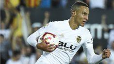 Rodrigo no faltó a su cita con el gol contra el Atlético. (AFP)