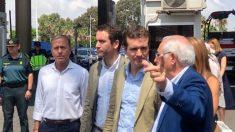 Pablo Casado acompañado de Teodoro García de Egea en la frontera de Melilla con África. Foto: Europa Press