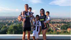 """Cristiano ya presume de su """"familia bianconera"""". (Instagram)"""