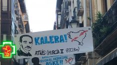 Pancarta proetarra en las fiestas de un pueblo del País Vasco. (Foto: Covite)