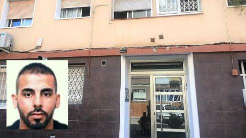 Portal de la casa de Wahaba Abdoluahab Taib, atacante a la comisaría de los Mossos en Cornellá de Llobregat (Barcelona). (EP)