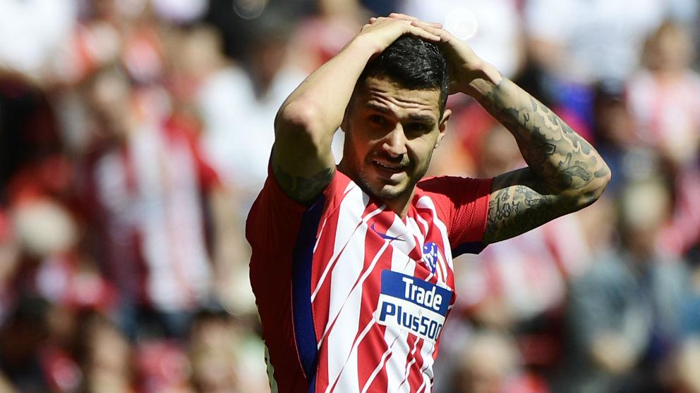 Vitolo, en un partido con el Atlético de Madrid. (AFP)