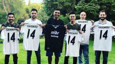 Casemiro, junto a algunos de los jugadores de Esports Made in Brasil. (@Casemiro)