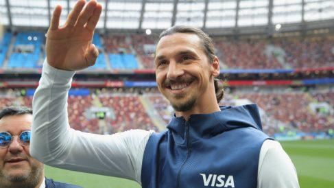 Ibrahimovic saluda durante el pasado Mundial de Rusia. (Getty)