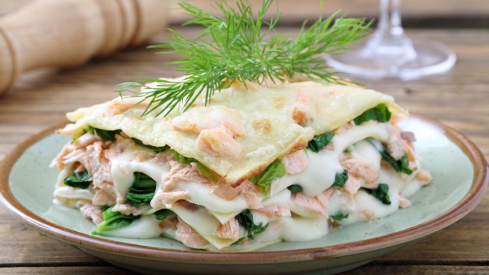 Recetas de confinamiento: Lasaña de guacamole, mozzarella y salmón ahumado