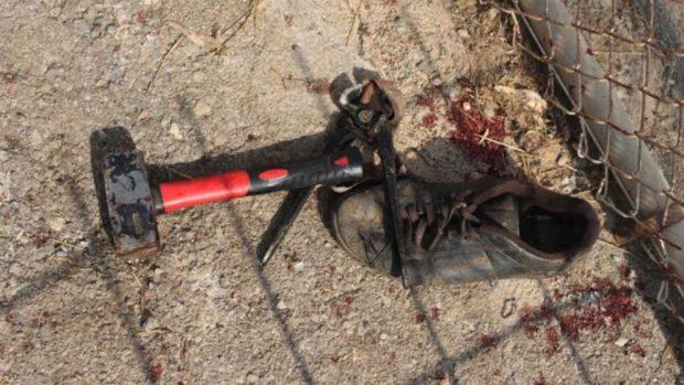 Botellas con cal, ácido, martillos y cizallas: éste es el arsenal de los inmigrantes que asaltaron Ceuta