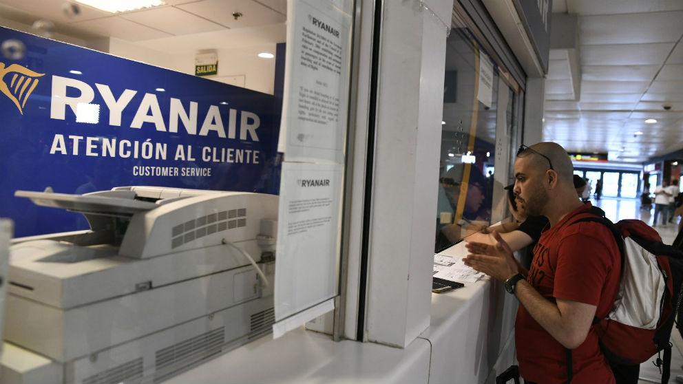 Pasajeros en un mostrador de Ryanair (Foto: EP)
