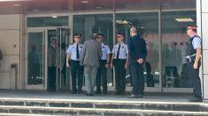 Torra y Buch visitan la comisaría (Europa Press).