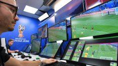 Sala de VAR en el Mundial de Rusia. (AFP)
