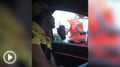 Control de alcoholemia a Carlos Sainz a la salida de Spa.