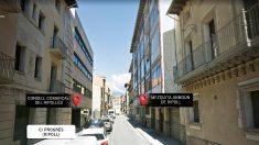 El Consell Comarcal del Ripollès y la mezquita del imán Es Satty, frente a frente en la calle Progrés de Ripoll.