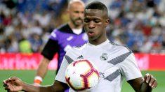 Vinicius, en el calentamiento del partido Real Madrid-Getafe. (Foto: Enrique Falcón)