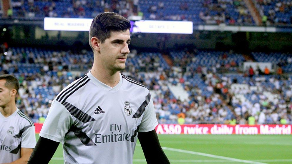 Courtois, en el calentamiento del Real Madrid-Getafe. (Foto: Enrique Falcón)