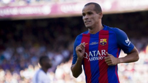 Rivaldo, durante un partido con los veteranos del Barcelona. (Getty)