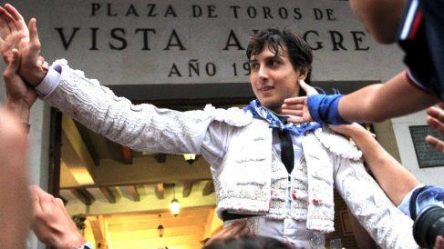 Roca Rey sale a hombros este viernes en Bilbao (Foto: EFE).
