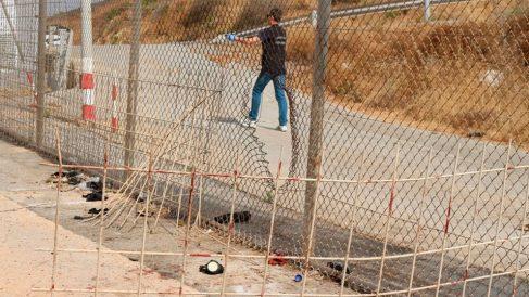 La valla de Ceuta rota por inmgirantes para traspasar la frontera y llegar a España. Foto: Europa Press