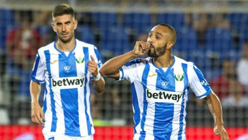 El Zhar celebra uno de sus goles a la Real Sociedad. (EFE)