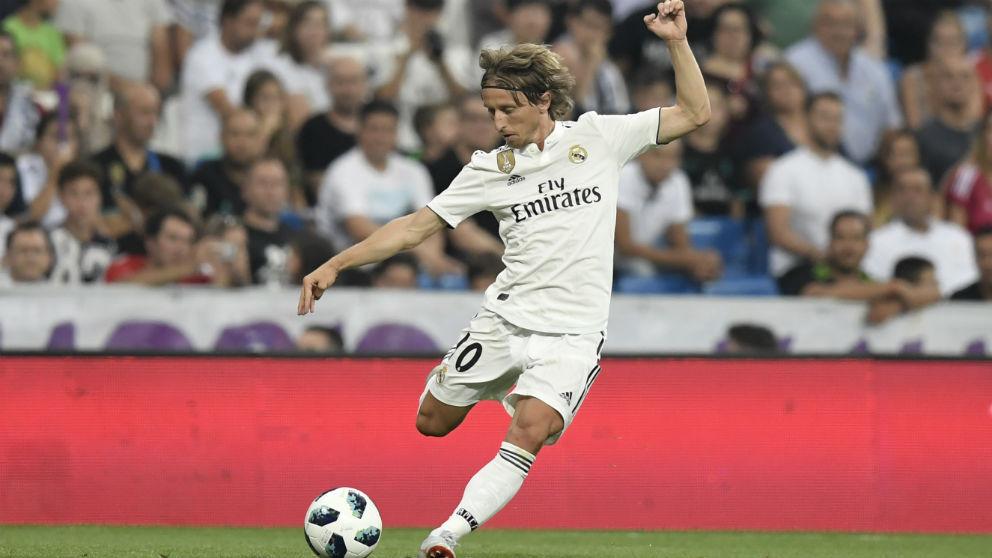 Luka Modric, en un partido en el Bernabéu. (AFP)