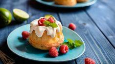 Receta de pastel de frambuesas y yogur, un postre sano y vistoso