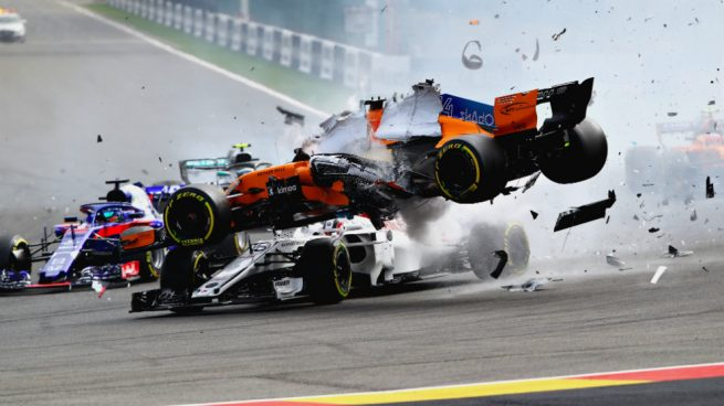 Resultado de imagen de El español Fernando Alonso (McLaren) tuvo que abandonar en la primera curva de la carrera