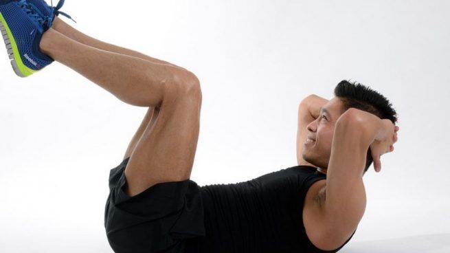 entrenar hombros en le gimnasio