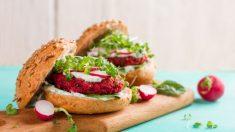 Receta de hamburguesas de quinoa y remolacha, saludables y sencillas