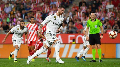 Sergio Ramos tira su penalti en el Girona – Real Madrid. (Getty)