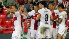 Los jugadores del Huesca celebran un gol frente al Athletic. (EFE)