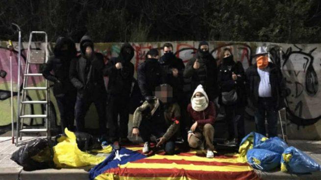 Una operación de limpieza de símbolos golpistas en Cataluña