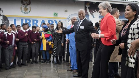 Cyril Ramaphosa con Theresa May en Sudáfrica (Foto: AFP)