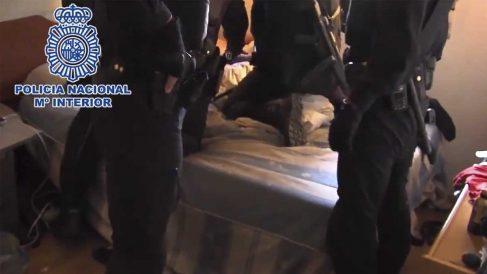 La Policía detiene a un miembro de una banda latina. Foto: Europapress.