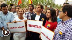Rivera y Arrimadas, en la manifestación de Ciutadella. (Foto: Manolo Riera)