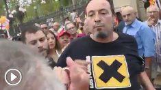 El cámara de TeleMadrid le da un puñetazo a un anciano en Barcelona.