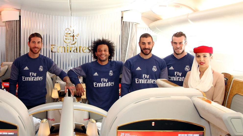 Los jugadores del Real Madrid, en un avión con un patrocinador del club.