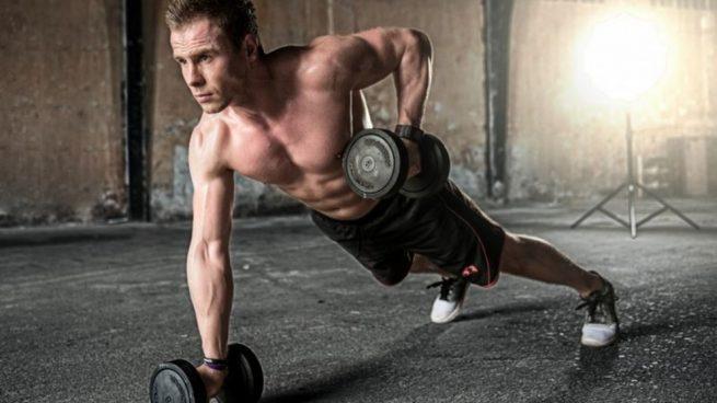 que ejercicios hacer con pesas para adelgazar