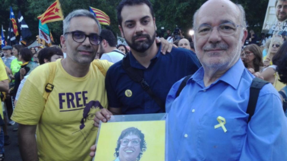 El diputado de ERC Joan Margall (izda.) en una manifestación por los golpistas presos (RRSS).