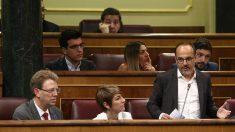 Diputados de PDeCAT en el Congreso, entre ellos Ferran Bel y Carles Campuzano, de pie. (EP)