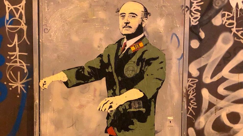 El graffiti de TVBoy sobre la polémica de la exhumación de Francisco Franco.