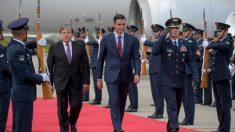 Pedro Sánchez a su llegada a Colombia, como parte de su gira por latinoamérica. Foto: AFP