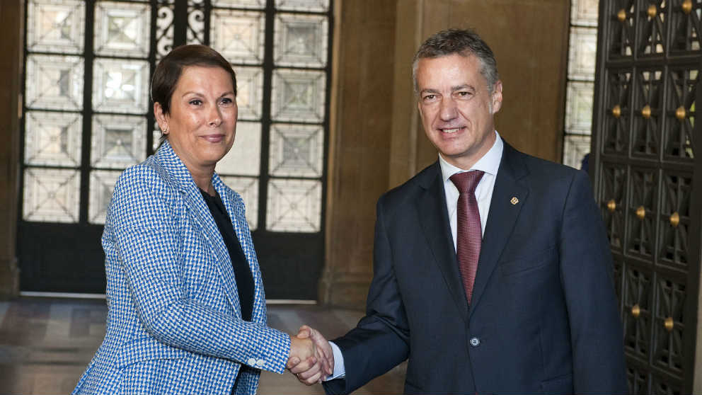 La presidenta de navarra, Uxue Barcos con el lehendakari vasco Iñigo Urkullu