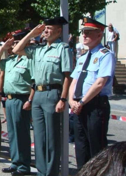 Un jefe de los Mossos se niega a saludar a la bandera de España en un acto con el Ejército