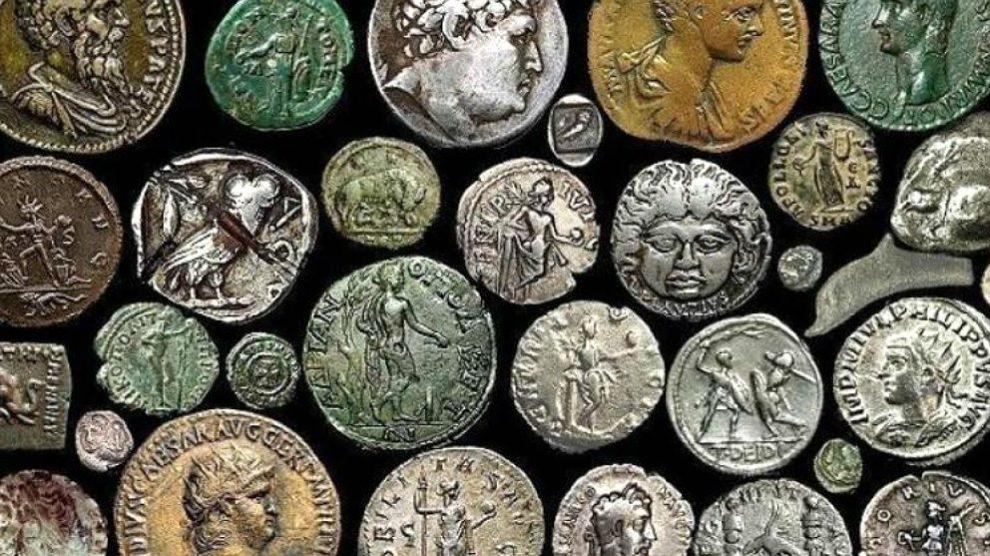 Colección de monedas de la época del imperio romano.