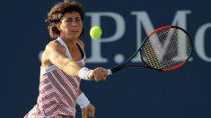 Carla Suárez devuelve una pelota en el US Open. (Getty)