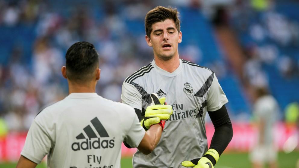 Courtois y Keylor se saludan antes del comienzo del Real Madrid – Leganés. (EFE)