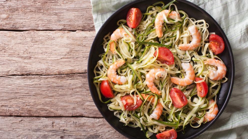 Receta de Espaguetis con gulas y gambas fácil de preparar