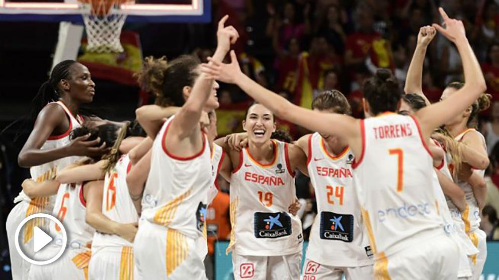España celebra el bronce conseguido en el Mundial de Tenerife. (AFP)