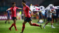 Heung-Min Son celebra el triunfo en los Juegos Asiáticos. (AFP)