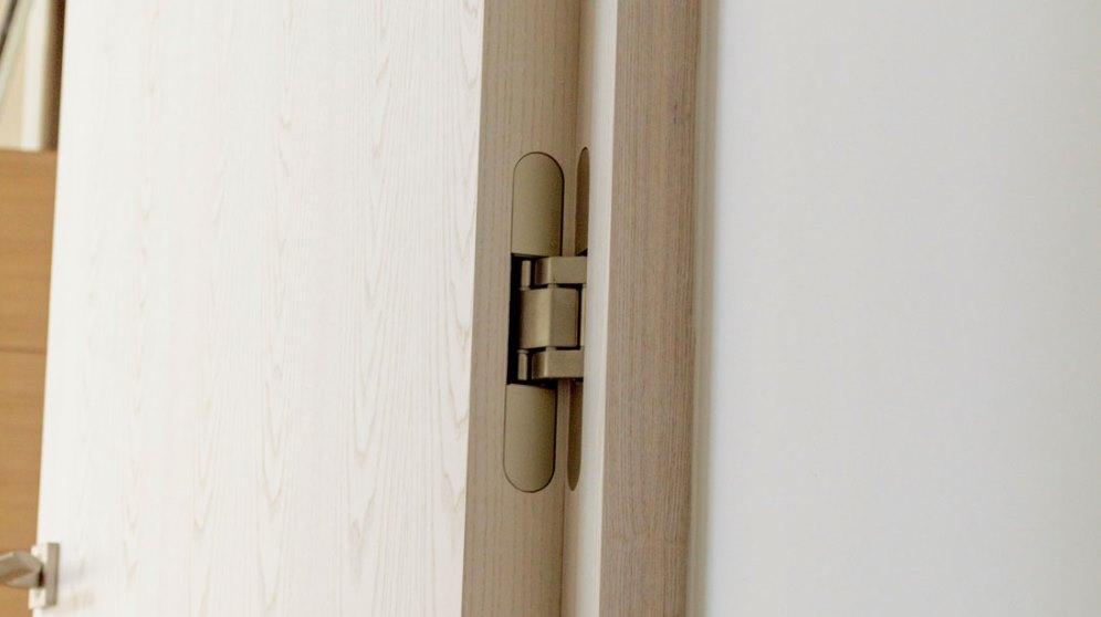 Pasos para ajustar las bisagras de las puertas