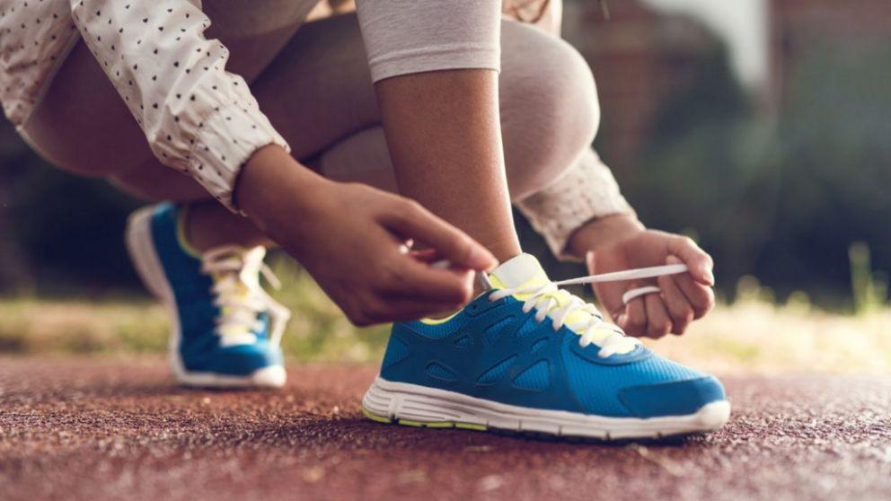Todos los pasos para atarse los zapatos de forma original